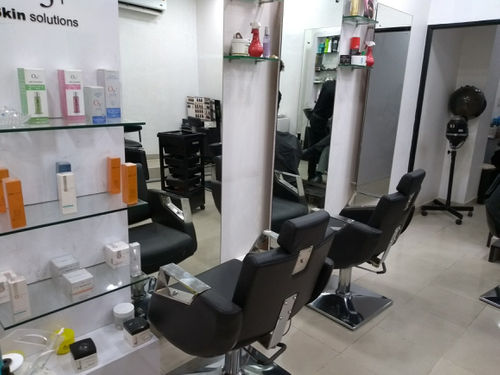 Mango 6 unisex salon spa